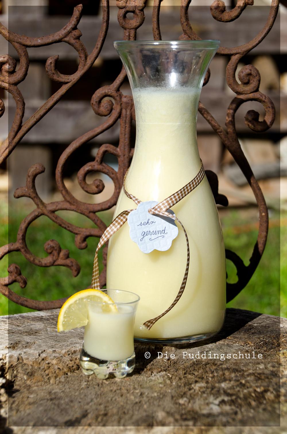 Zitronen-Knoblauch-Kur in der Karaffe