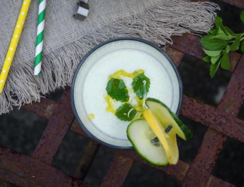Sommerliche Gurkenkaltschale mit Buttermilch